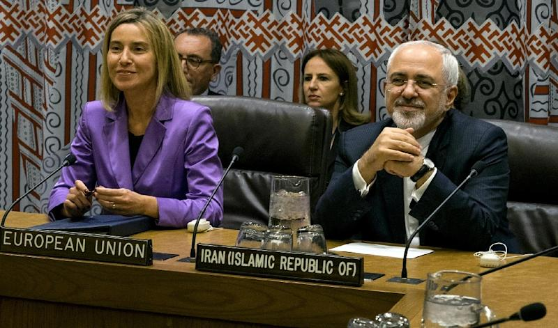 Iran's Foreign Minister Mohammad Javad Zarif (R) attends a meeting at the UN General Assembly in New York on September 28, 2015