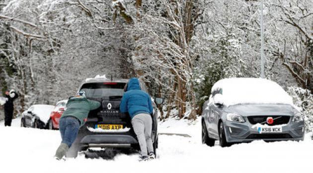 Trains canceled, flights grounded after snow hits Britain
