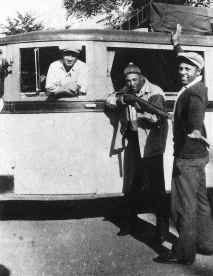 """(1943) """"Where's My Man To-Nite?"""", on the left, Carroll Mothell holds a gun on Halley Harding."""