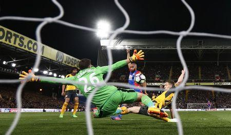 Britain Football Soccer - Crystal Palace v Arsenal - Premier League - Selhurst Park - 10/4/17 Crystal Palace's Andros Townsend scores their first goal  Reuters / Stefan Wermuth