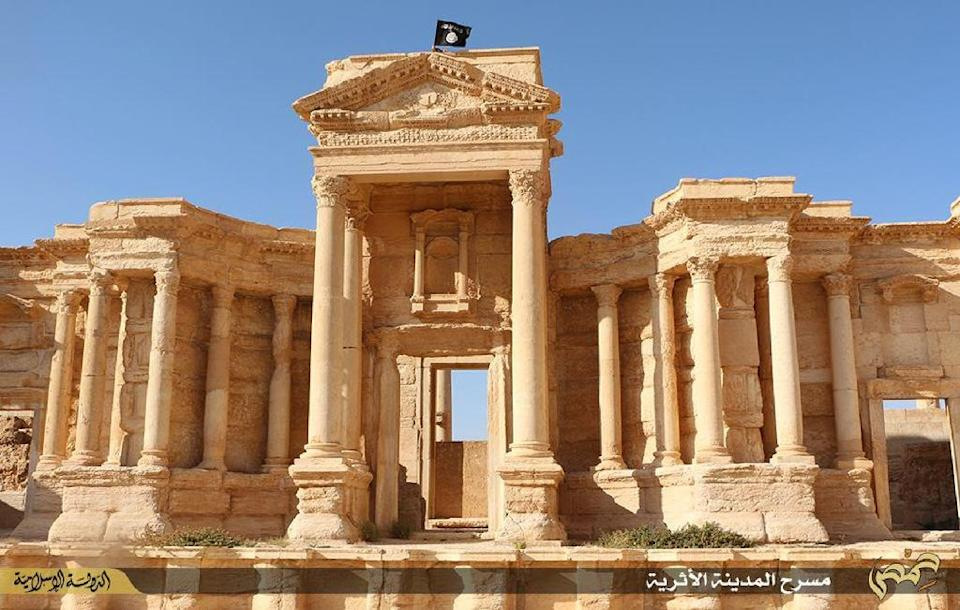 Image made available by Jihadist media outlet Welayat Homs on May 28, 2015 claims to show a flag of the IS group fluttering above the Roman theatre in the ancient Syrian city of Palmyra (AFP Photo/)