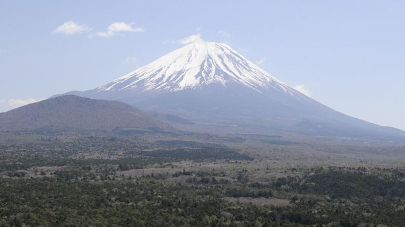 Japanese police search for man livestreaming Mount Fuji climb