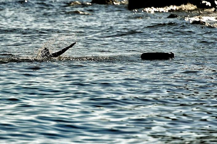A man swims towards the shore at the Greek island of Lesbos on October 4, 2015, after crossing from Turkey (AFP Photo/Aris Messinis)
