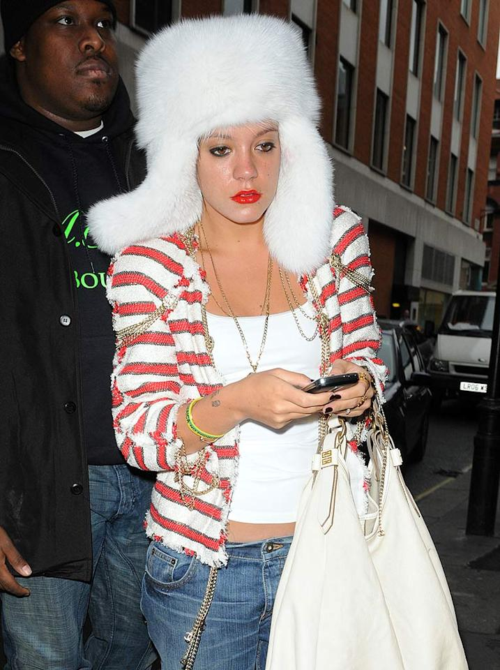 "Lily Allen never should have stepped outside in this hideous headgear. Gotcha Images/<a href=""http://www.splashnewsonline.com"" target=""new"">Splash News</a> - January 19, 2009"