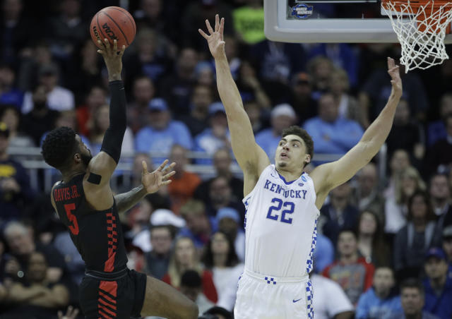 Houston's Corey Davis Jr. (5) shoots over Kentucky's Reid Travis (22) during the second half of a men's NCAA tournament college basketball Midwest Regional semifinal game Friday, March 29, 2019, in Kansas City, Mo. (AP Photo/Charlie Riedel)