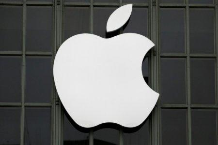 FILE PHOTO: The Apple Inc. logo is shown outside the company's Worldwide Developers Conference in San Francisco, California, U.S., June 13, 2016. REUTERS/Stephen Lam/File Photo