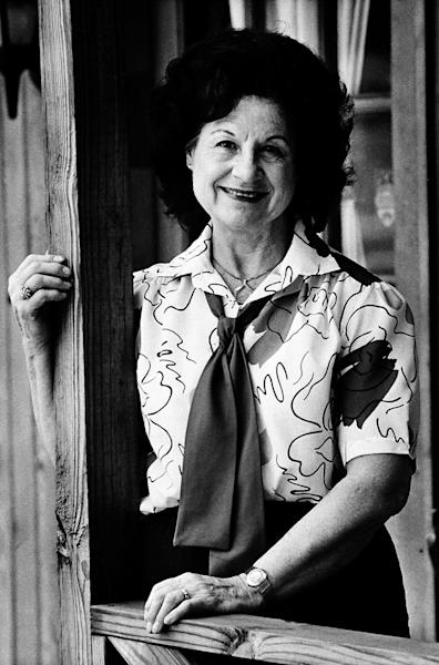 """FILE - This May 1986 file photo shows country music singer Kitty Wells in Nashville, Tenn. Wells, the first female superstar of country music, has died at the age of 92. The singer's family says Wells died at her home Monday after complications from a stroke. Her recording of """"It Wasn't God Who Made Honky Tonk Angels"""" in 1952 was the first No. 1 hit by a woman soloist on the country music charts. Other hits included """"Making Believe"""" and a version of """"I Can't Stop Loving You."""" (AP Photo/Mark Humphrey, file)"""