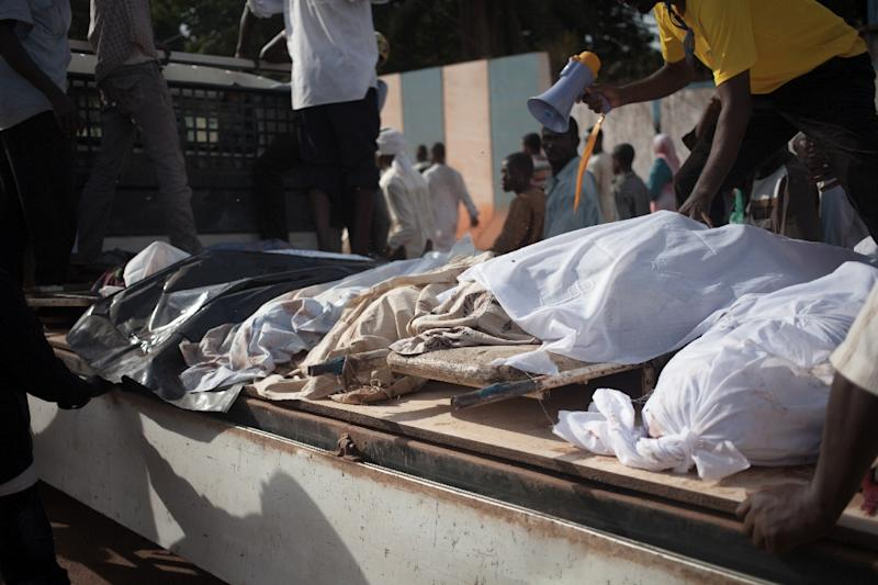 Inhabitants of the PK5 neighbourhood left bodies killed in clashes outside the UN base in Bangui (AFP Photo/FLORENT VERGNES)