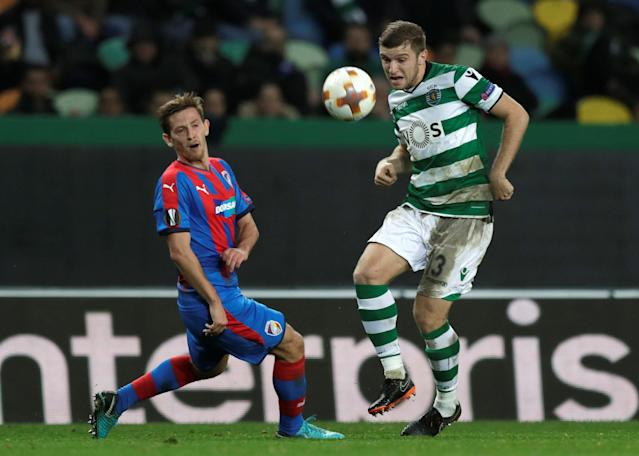 Soccer Football - Europa League Round of 16 First Leg - Sporting CP vs Viktoria Plzen - Estadio Jose Alvalade, Lisbon, Portugal - March 8, 2018 Sporting's Stefan Ristovski in action with Viktoria Plzen's Patrik Hrosovsky REUTERS/Rafael Marchante