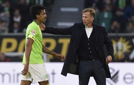 Football Soccer - VFL Wolfsburg v Bayern Munich - Bundesliga - Volkswagen Arena, Wolfsburg, Germany - 29/4/17 VfL Wolfsburg's Luiz Gustavo with Andries Jonker after being sent off Reuters / Fabian Bimmer Livepic