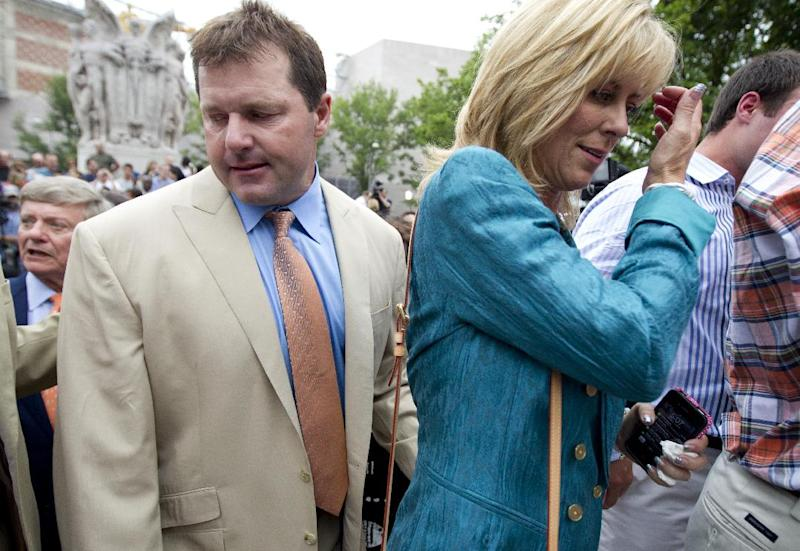 Former Major League Baseball pitcher Roger Clemens and his wife Debbie Clemens leave a news conference outside federal court in Washington, Monday, June 18, 2012, after he was acquitted on all charges by a jury that decided that he didn't lie to Congress when he denied using performance -enhancing drugs. (AP Photo/Manuel Balce Ceneta)