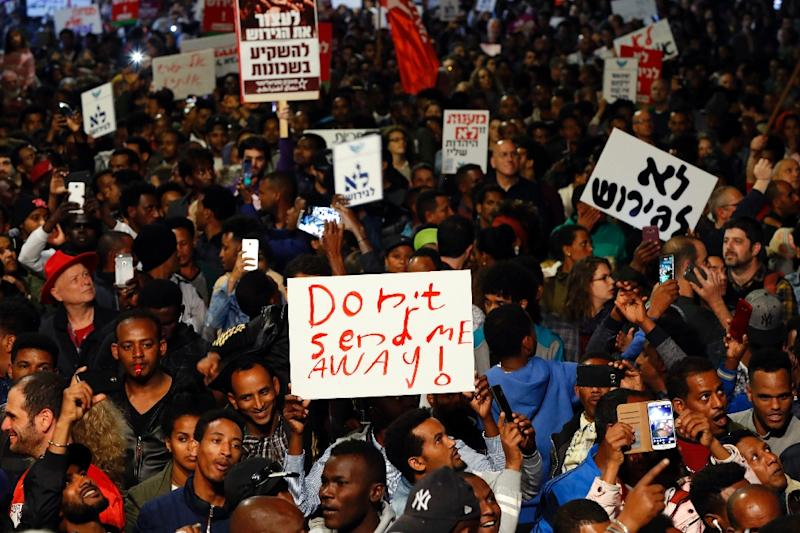 African migrants and Israelis demonstrate in the coastal city of Tel Aviv on February 24, 2018, against the Israeli government's policy to forcibly deport African refugees and asylum seekers (AFP Photo/JACK GUEZ)