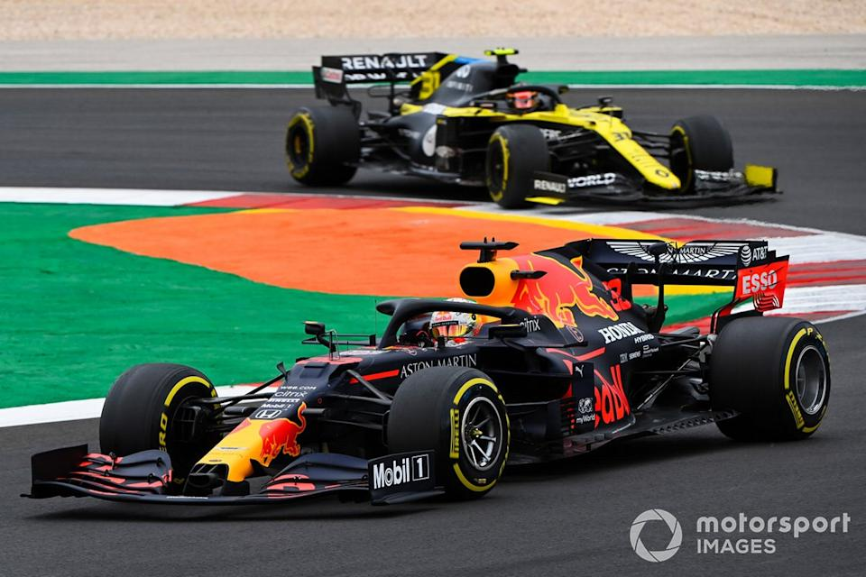 "Max Verstappen, Red Bull Racing RB16, Esteban Ocon, Renault F1 Team R.S.20<span class=""copyright"">Mark Sutton / Motorsport Images</span>"