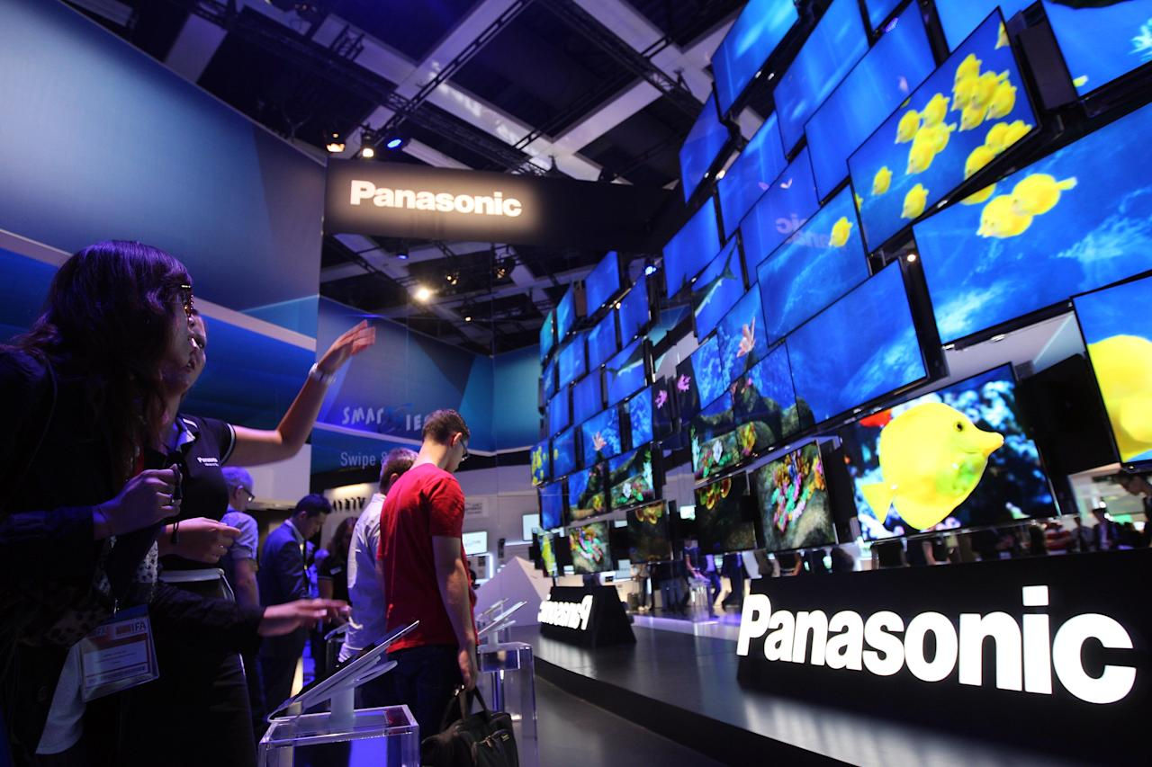 BERLIN, GERMANY - AUGUST 31: Visitors look at Panasonic Smart Viera flat-screen television at the Internationale Funkausstellung (IFA) 2012 consumer electronics trade fair on August 31, 2012 in Berlin, Germany. IFA 2012 is open to the public from today until September 5.  (Photo by Adam Berry/Getty Images)
