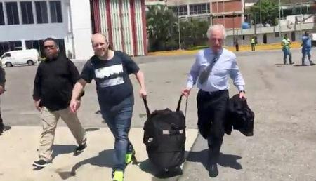 Josh Holt carries his luggage to leave Caracas, Venezuela, May 26, 2018, in this still image from video obtained from social media. @GRUPODEBOSTON/Twitter/via REUTERS