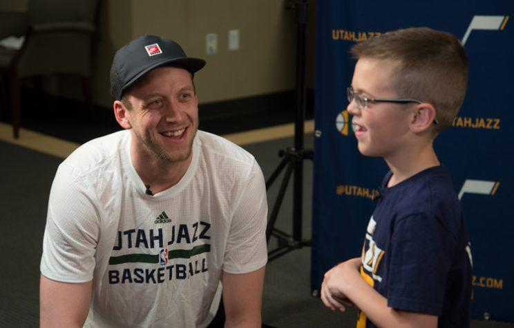 Joe Ingles chats with Jazz fan Landon Carter. (Nick Bolerjack/Utah Jazz Digital)