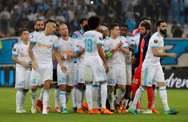 Soccer Football - Europa League Semi Final First Leg - Olympique de Marseille vs RB Salzburg - Orange Velodrome, Marseille, France - April 26, 2018 Marseille's Florian Thauvin and team mates celebrate after the match REUTERS/Eric Gaillard