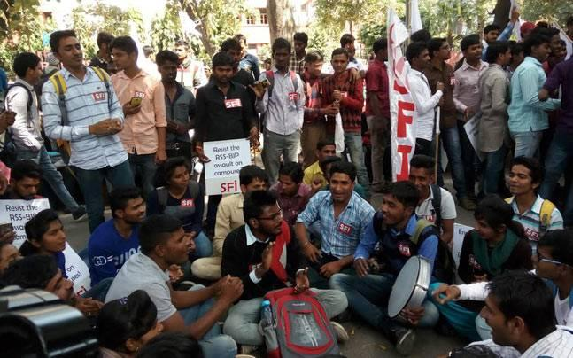 Delhi: SFI holds demonstration against ABVP, demands action against 'goons'