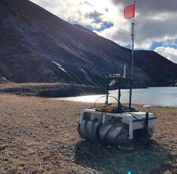 Copperstone Technologies' HELIX 25 robot can carry 25 kilograms, float on water, and traverse muddy and snowy terrain.
