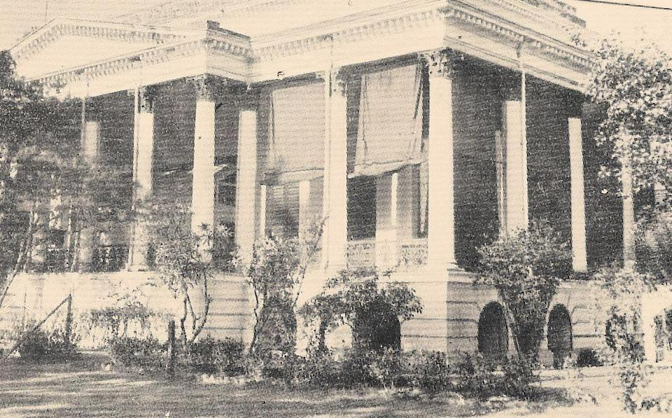 """<div class=""""paragraphs""""><p>Old photo of Bethune College</p></div>"""