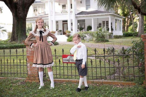PHOTO: Lily Simmons, 13, and Luna Simmons, 6, pose for their family's Mary Poppins-themed Christmas card. (Franklin Whitlatch/321 Action Films)