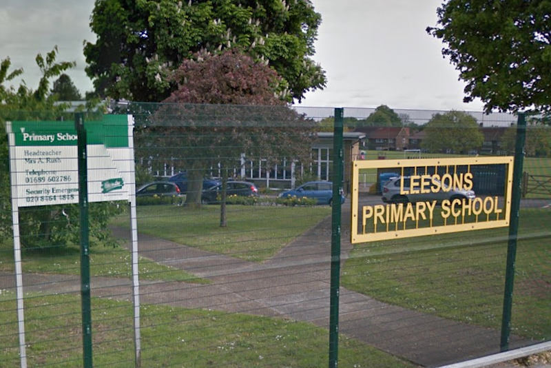 Row: Leesons Primary School in Orpington