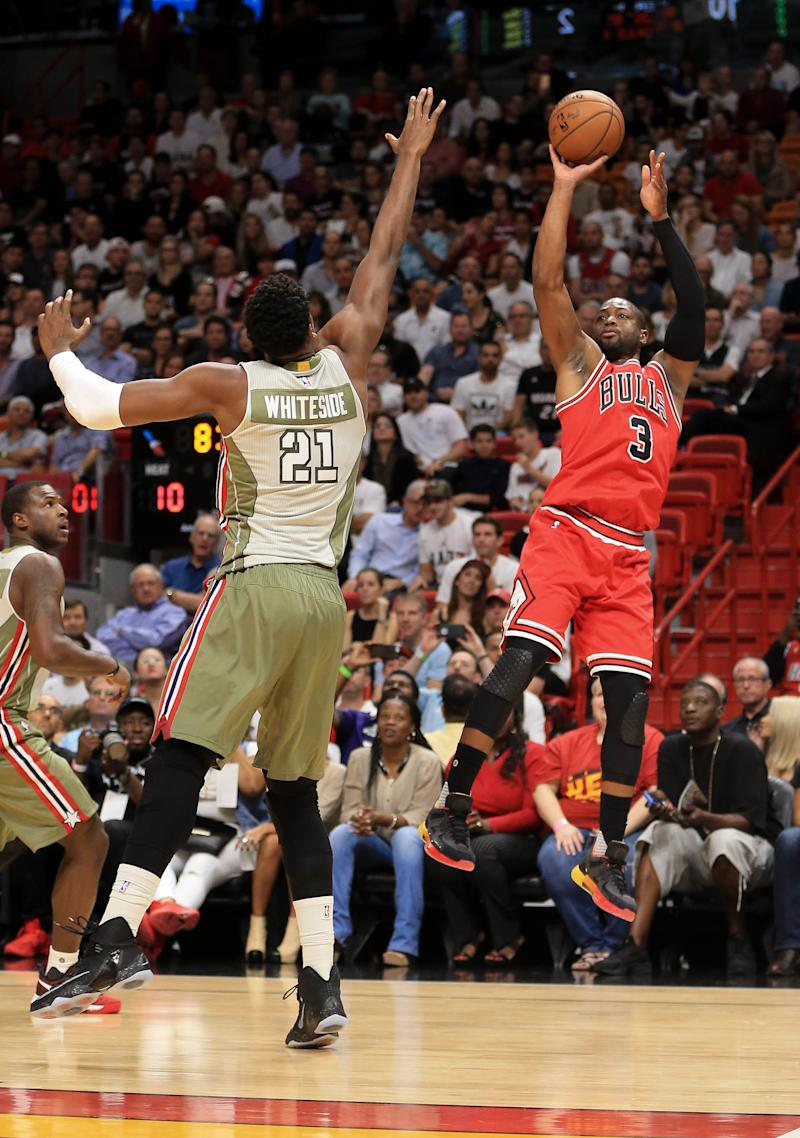 1447c4095868 Basket - Dwyane Wade beats Heat in Miami return