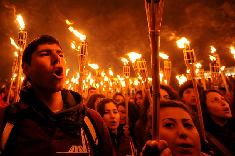 People take part in a torchlight procession in Yerevan on April 24, 2015 to commemorate one hundred years since the the mass killing of Armenians by Ottoman Turkey in 1915 (AFP Photo/Karen Minasyan)