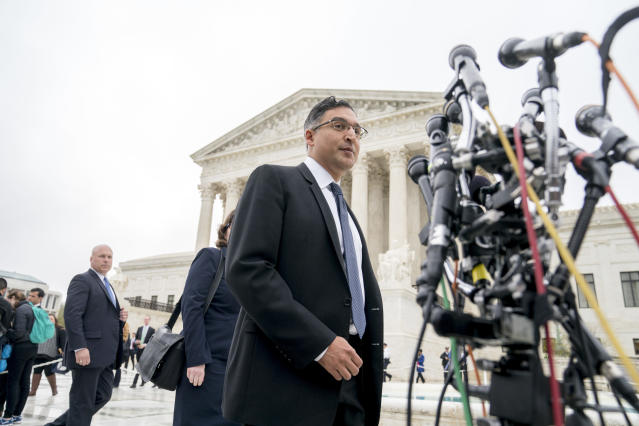 Neal Katyal, an attorney who argued against the Trump administration in Trump v. Hawaii, arrives outside the Supreme Court, April 25, 2018. (Photo: Andrew Harnik/AP)