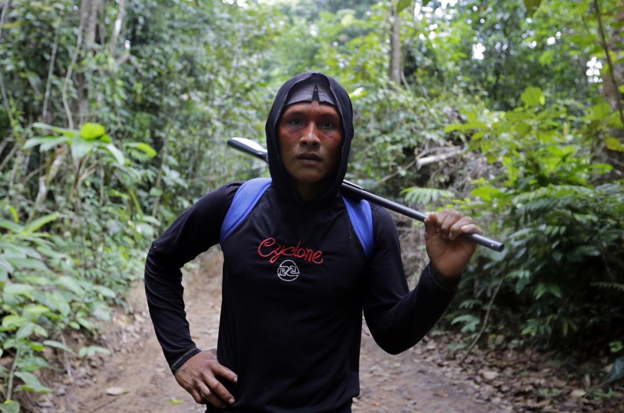 A Ka'apor Indian warrior stands holding a rifle during a jungle expedition to search for and expel loggers from the Alto Turiacu Indian territory, near the Centro do Guilherme municipality in the northeast of Maranhao state in the Amazon basin, August 7, 2014. Tired of what they say is a lack of sufficient government assistance in keeping loggers off their land, the Ka'apor Indians, who along with four other tribes are the legal inhabitants and caretakers of the territory, have sent their warriors out to expel all loggers they find and set up monitoring camps in the areas that are being illegally exploited. Picture taken August 7, 2014. REUTERS/Lunae Parracho (BRAZIL - Tags: ENVIRONMENT CIVIL UNREST POLITICS)  ATTENTION EDITORS: PICTURE 10 OF 28 FOR WIDER IMAGE STORY 'AMAZON WARRIORS FIGHT FOR THEIR TREES' TO FIND ALL IMAGES SEARCH 'LUNAE WARRIORS'