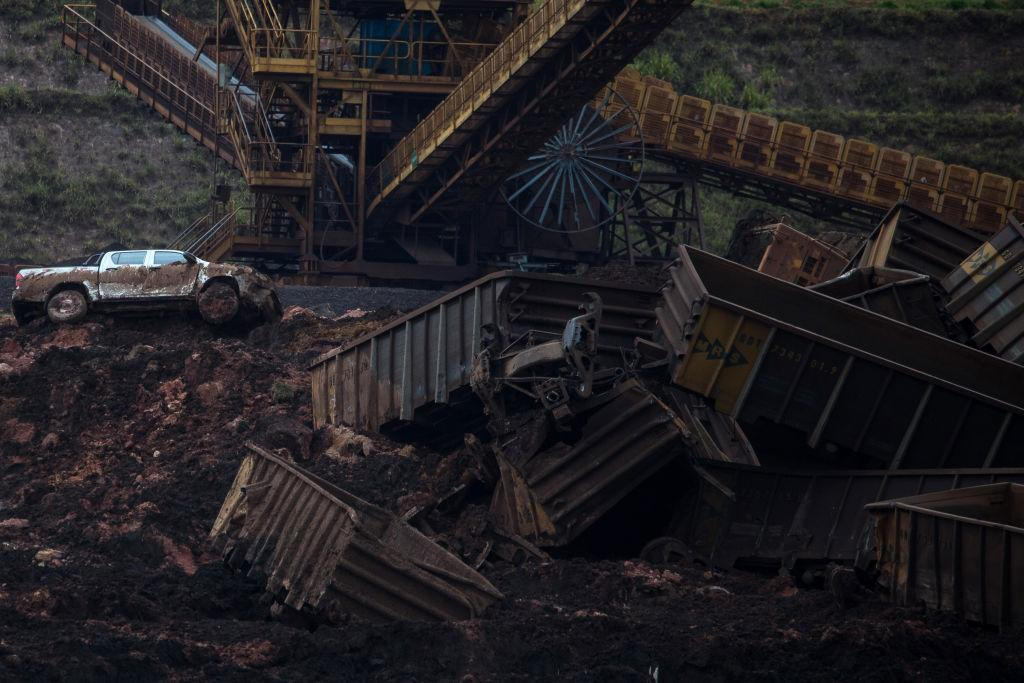 <p>A pick-up truck sits among debris after a Vale SA dam burst in Brumadinho, Minas Gerais state, Brazil, on Saturday, Jan. 26, 2019. A Brazilian judge has blocked 1 billion reais ($265 million) from Vale while environmental authorities imposed a $66 million fine on the miner after a tailings dam it owns burst on Friday in the second deadly accident in the same mining region in just over three years. (Photo from Victor Moriyama/Bloomberg) </p>