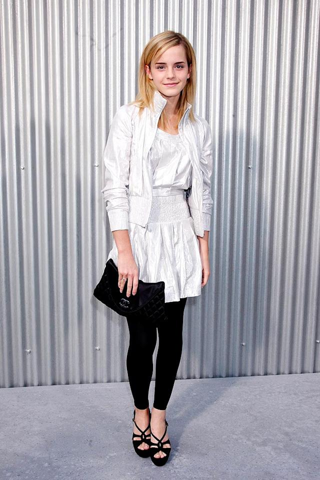 """""""Harry Potter"""" star Emma Watson keeps it simple yet chic in a black and white ensemble. Eric Ryan/<a href=""""http://www.gettyimages.com/"""" target=""""new"""">GettyImages.com</a> - October 3, 2008"""