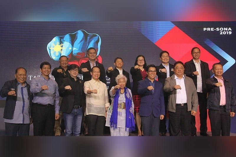 Forum highlights Duterte's gains