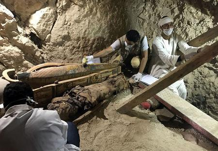 Egyptian antiquities workers are seen in a recently discovered tomb of Userhat, a judge from the New Kingdom at the Dra Abu-el Naga necropolis near the Nile city of Luxor, south of Cairo, Egypt April 18, 2017. REUTERS/ Mohamed Zaki