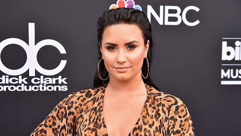 Demi Lovato Shares a Kiss With Boyfriend Austin Wilson After Hosting a Friendsgiving
