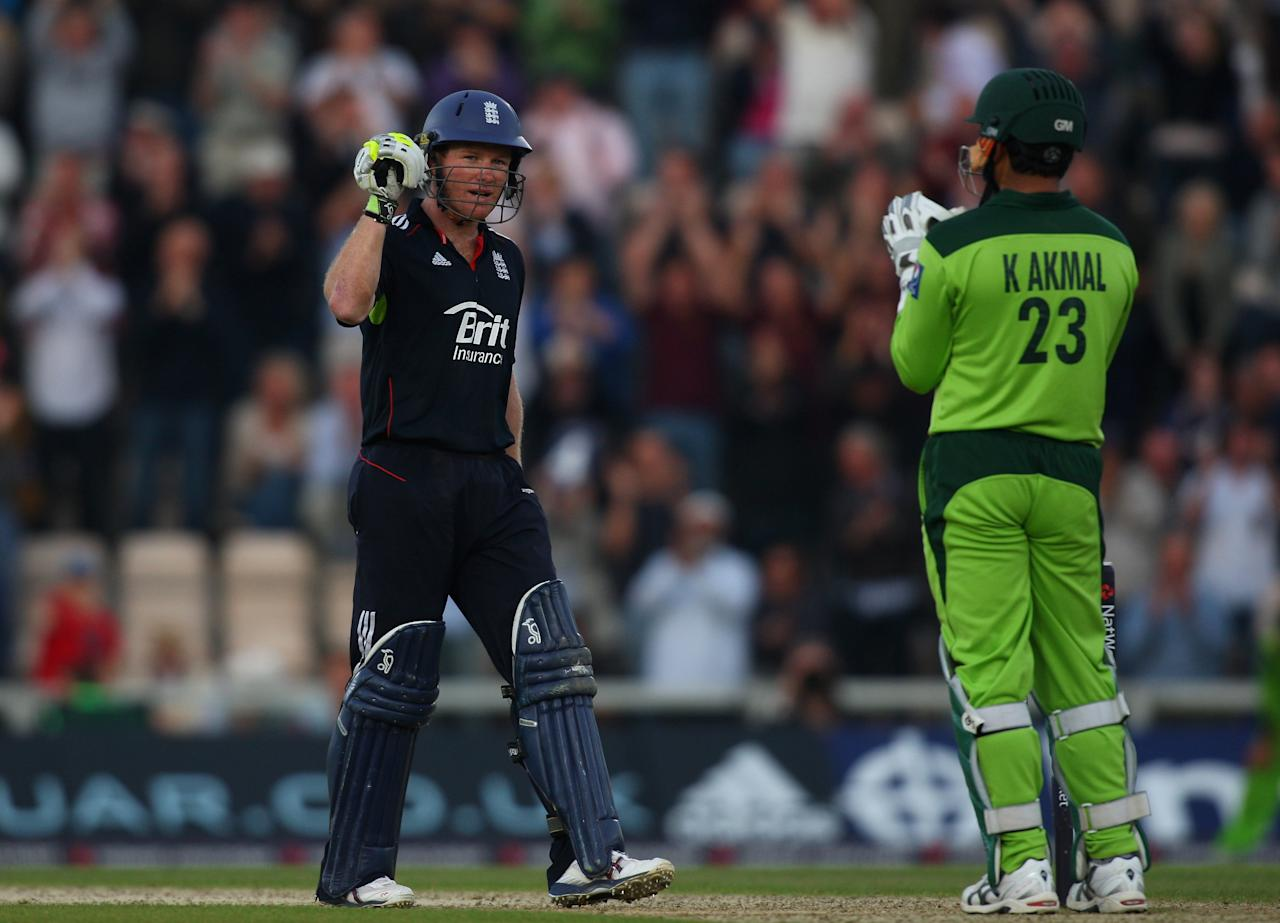 SOUTHAMPTON, ENGLAND - SEPTEMBER 22:  Pakistan wicketkeeper Kamran Akmal applauds as England batsman Eoin Morgan celebrates his century during the 5th NatWest ODI between England and Pakistan  at The Rose Bowl on September 22, 2010 in Southampton, England.  (Photo by Stu Forster/Getty Images)