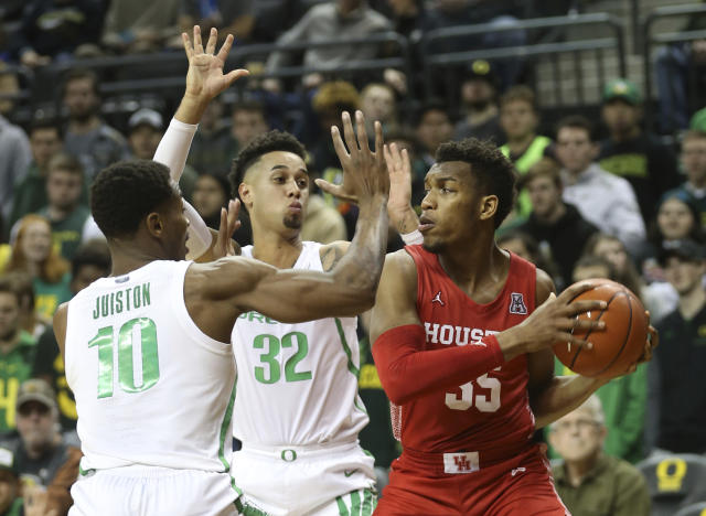 Oregon's Shakur Juiston, left, and Anthony Mathis pressure Houston's Fabian White Jr. during the second half of an NCAA college basketball game in Eugene, Ore., Friday, Nov. 22, 2019. (AP Photo/Chris Pietsch)