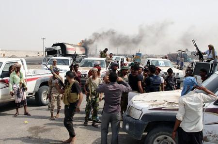 Southern separatist fighters gather during clashes with government forces in Aden