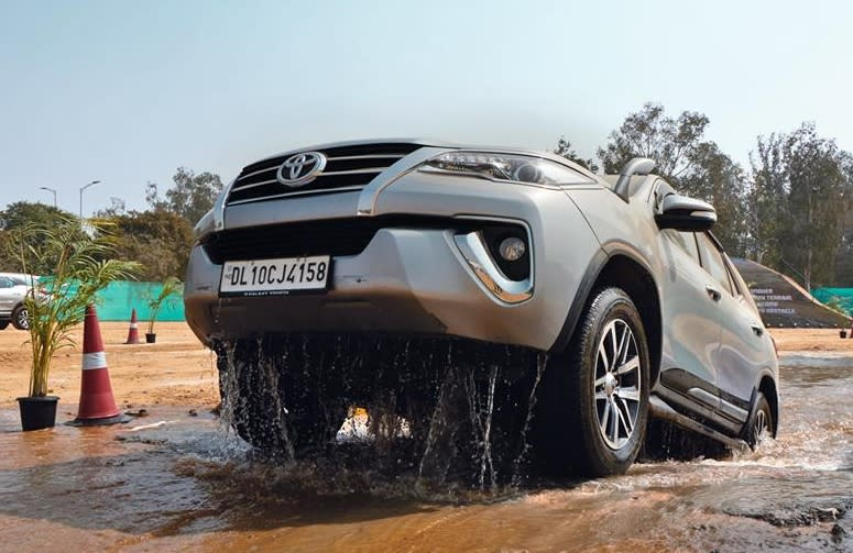 <strong>Toyota Fortuner (Rs 30.9 lakh to Rs 37.2 lakh)-</strong> The Fortuner also has a high wading depth owing to its design and ability to withstand high levels of water.