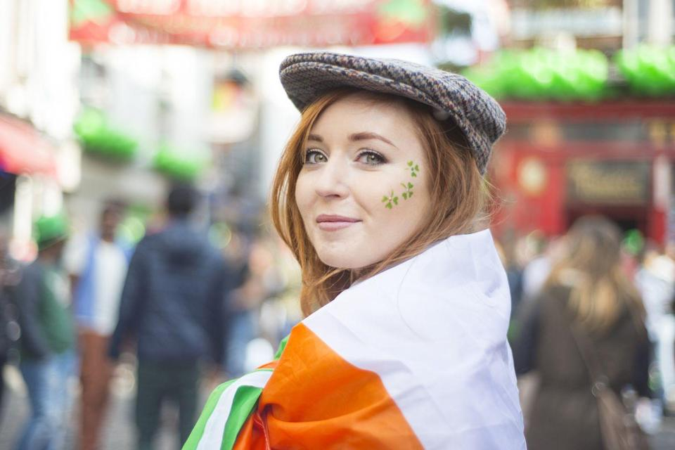 "<p>According to recent <a href=""https://www.irishcentral.com/news/census-shows-almost-seven-times-more-irish-americans-than-population-of-ireland-218344001-237779801"" rel=""nofollow noopener"" target=""_blank"" data-ylk=""slk:census data"" class=""link rapid-noclick-resp"">census data</a>, there are 39.6 million Americans who list their heritage as primarily or partially Irish, compared to 6.3 million people in Ireland. </p>"