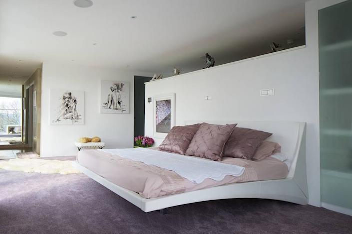 <p>The cantilevered bed is built in.<br></p>