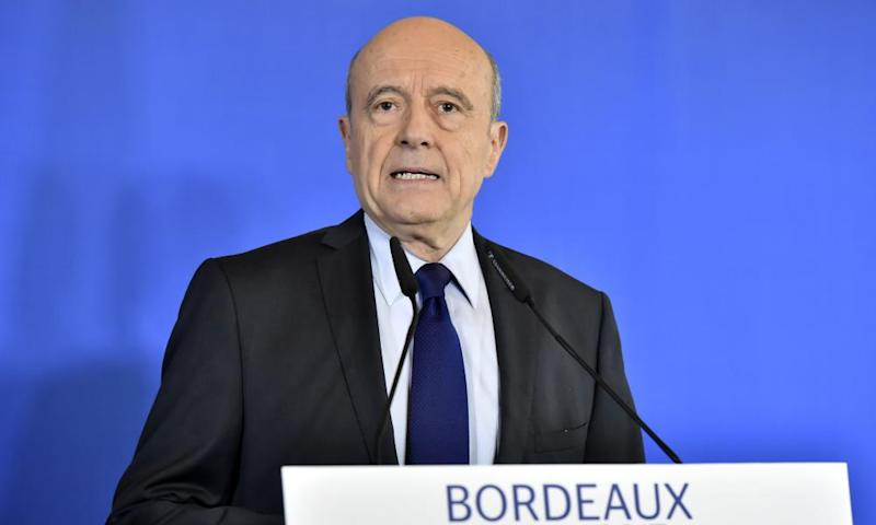 Alain Juppé speaking at a press conference in Bordeaux