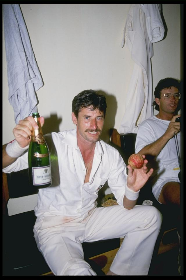 Nov 1988:  Richard Hadlee of New Zealand celebrates after he breaks the world record during the first test against India at Bangalore in India. Mandatory Credit: Simon Bruty/Allsport