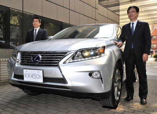 Toyota said it forecast operating profit for the year to March 2013 to nearly triple on-year to 1.0 trillion yen