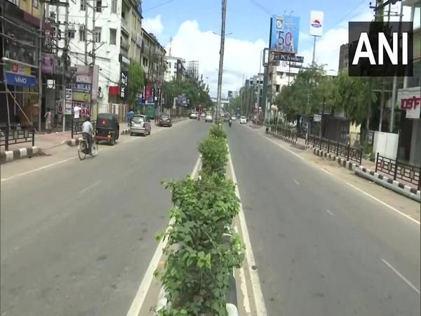 treets across Guwahati wore a deserted look while the weekend lockdown (Photo/ANI)