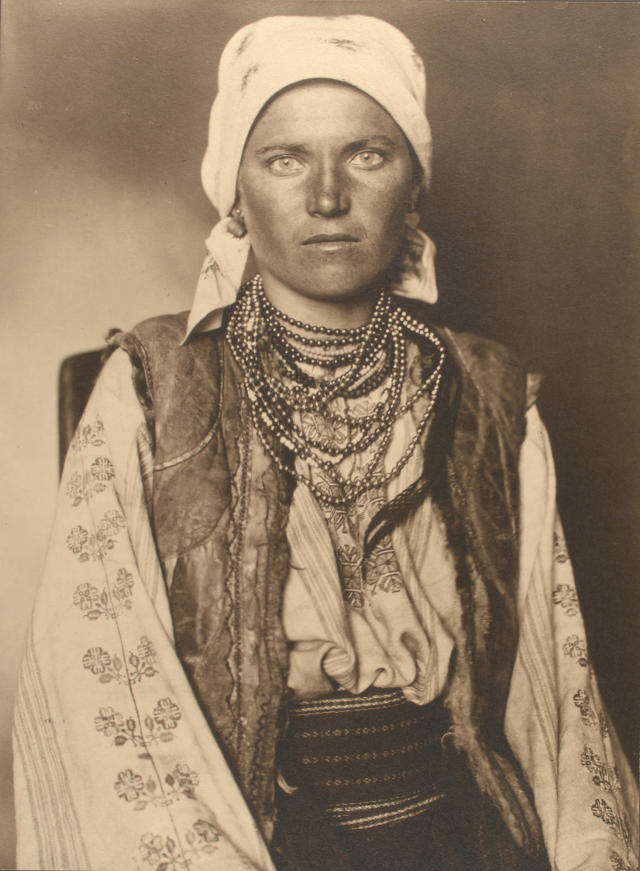 <p>Ruthenian woman, 1906. (Photograph by Augustus Sherman/New York Public Library) </p>