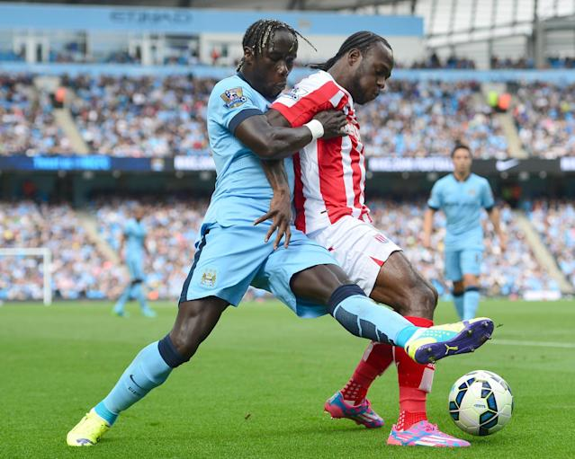 Stoke City's Victor Moses (R) and Manchester City's Bacary Sagna during their Premier League match at Etihad Stadium on August 30, 2014 (AFP Photo/Carl Court)