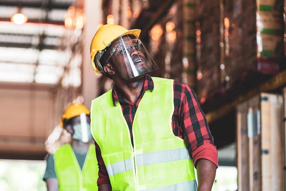 Construction worker wearing a face shield without a mask