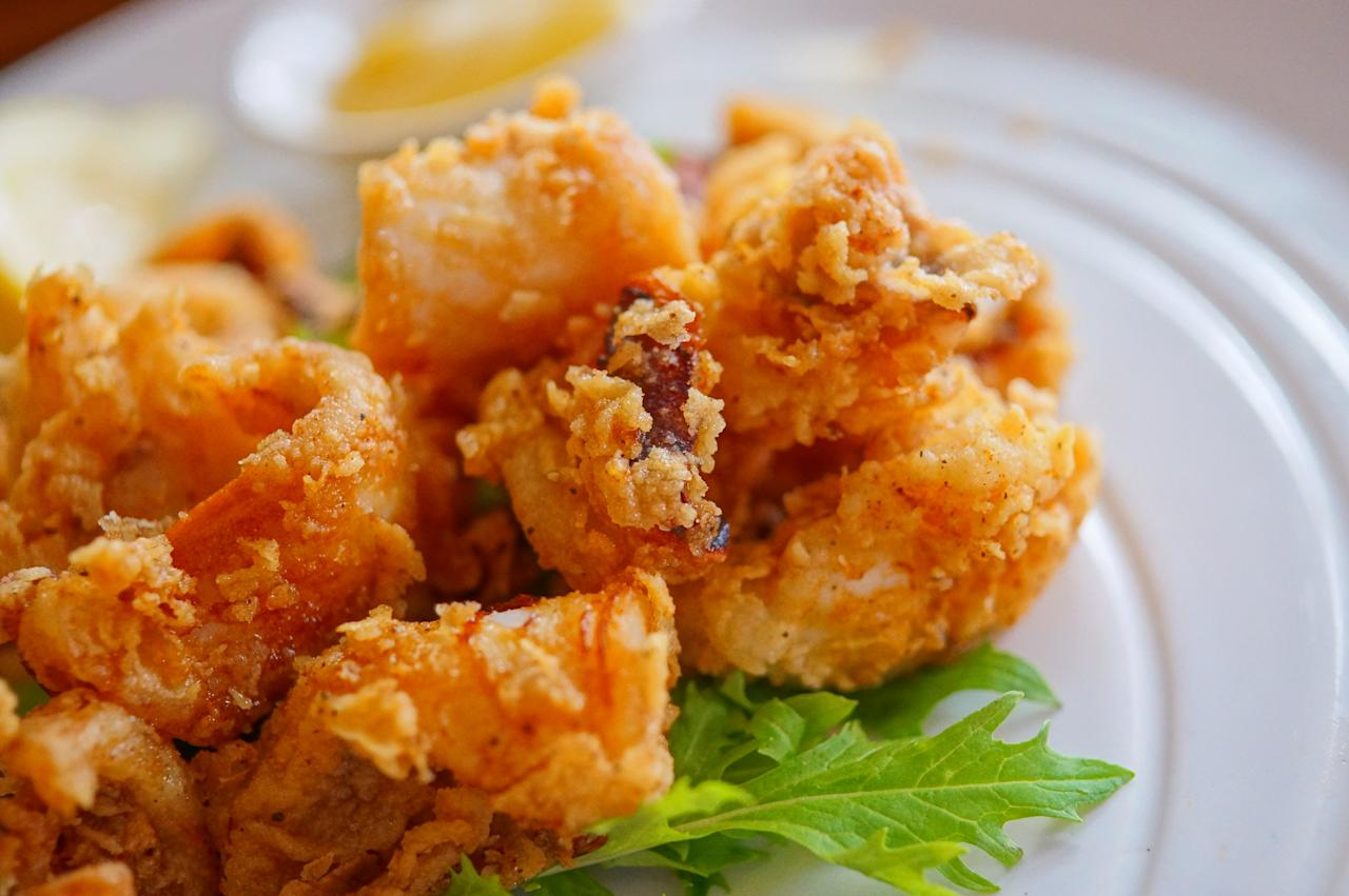 <p>400 g calamari<br />150 g flour<br />6 egg whites<br />250 g breadcrumbs<br />1 tbsp salt<br />Cut the calamari into rings. Whip the flour and egg whites together till you get a smooth batter. Heat oil in a deep, non-stick pan. Dip the calamari rings in the batter, and then coat with breadcrumbs. Gently drop the calamari rings in the oil and fry for about three minutes, till they are golden. Sprinkle salt on top and serve with lemon wedges. You can add some pepper and paprika to the batter mixture for an extra kick. For a healthier twist, cook the calamari in a pre-heated oven.<br />Photograph: Hideya HAMANO/Flickr </p>