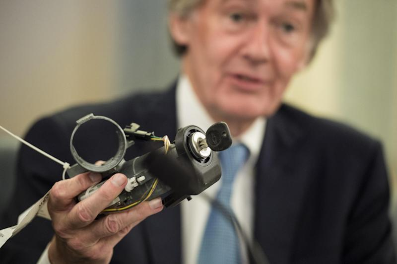 US Senator Ed Markey holds up a faulty ignition switch as he quizzes GM executives (unseen) in Washington DC, on July 17, 2014 (AFP Photo/Brendan Smialowski)